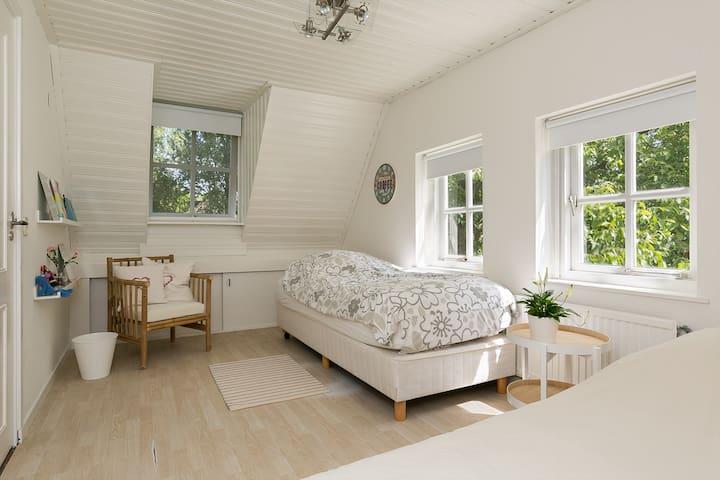 Bedroom 3 - single bed 2.10 x 0.90