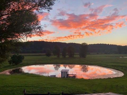 Cozy Kentucky Farm Cabin