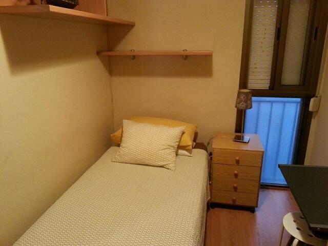 Habitación confortable con muy buena comunicación