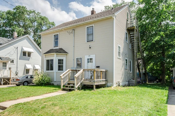 Family Friendly Near May- Upper Level Duplex