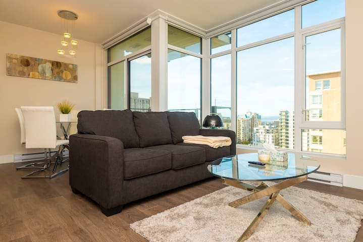 Modern High-rise Downtown 1 Bdrm with a View