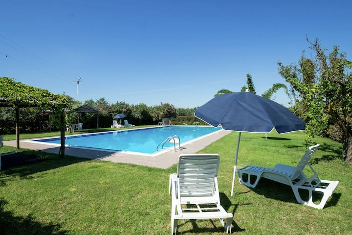 Sun-drenched estate close to Sciacca just 7km from the beach