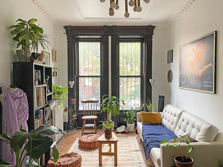 Mi Casa es Su Casa- A Spacious Analog Oasis