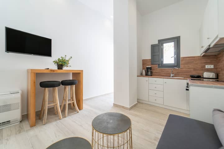 Nostos | Central Apartment with Terrace & Jacuzzi