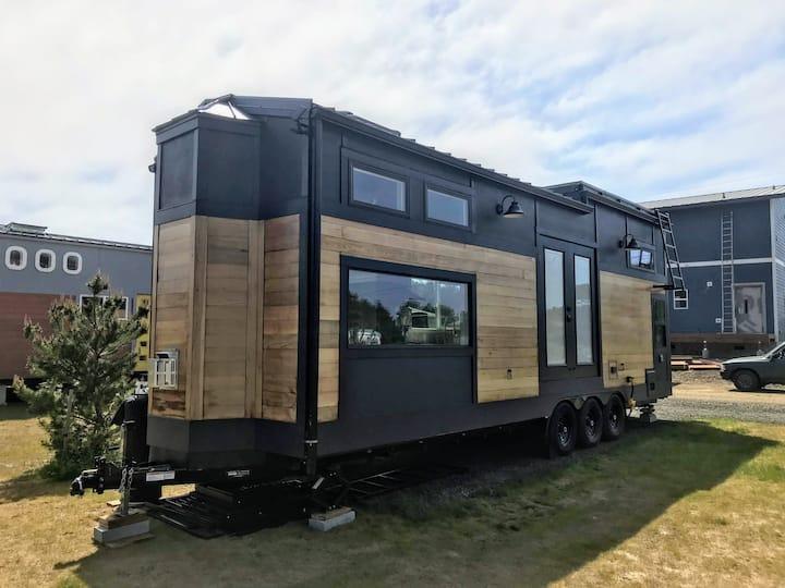 Azalea - tiny home living in style!