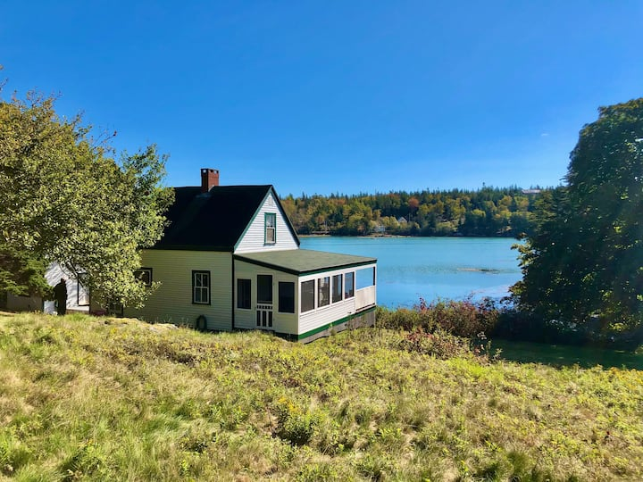 Two Bush Cottage- Peaceful cottage on Crockett's Cove