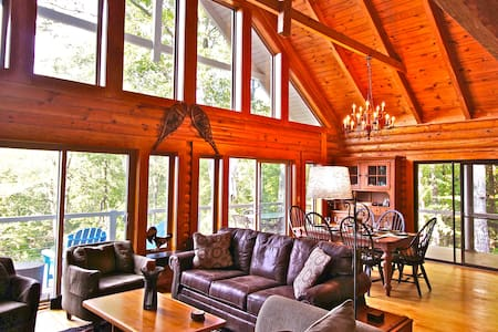 Starwood: Picturesque Log Cabin with endless view