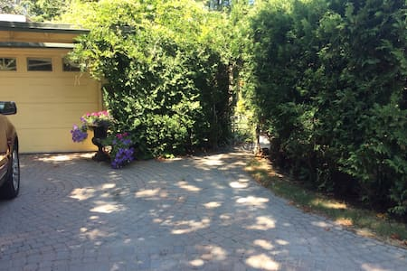 Historic landmark home with private apartment. - Collingwood - House - 1