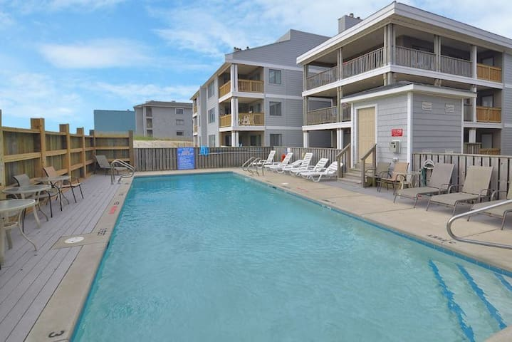 DS102A Seaside Serenity * Oceanfront * Community Pool
