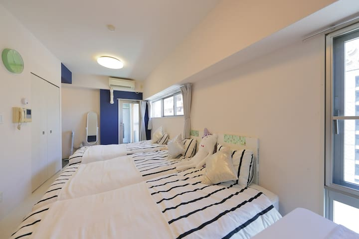 8 mins walk from Namba parks! Near Shinsekai! 8F