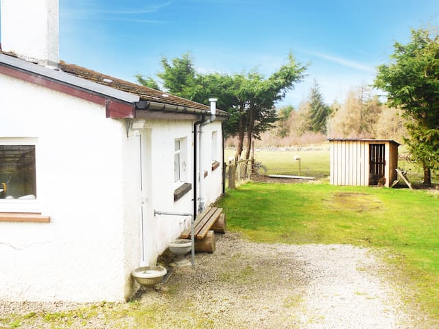 Recently renovated cosy country cottage - Bonar Bridge - Bungalow