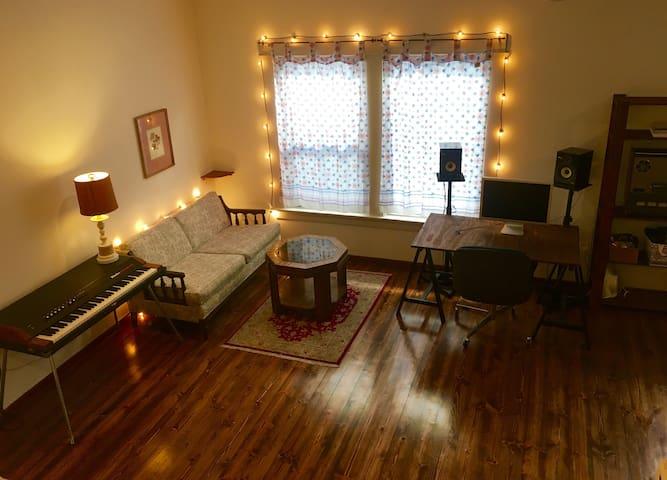 Charming Highland Park Spacious Studio!