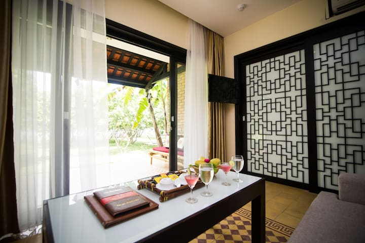 Relax yourself in Deluxe Perfume River View Room - tp. Huế - Apartament