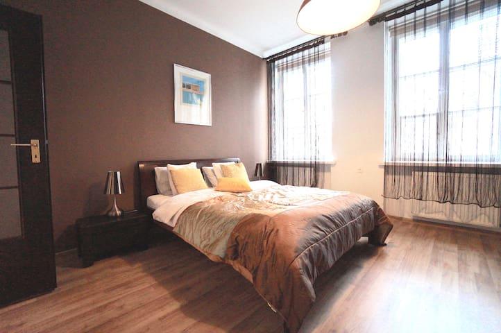3 Room (2 BR) ŚWIĘTOJAŃSKA Old Town Apartment
