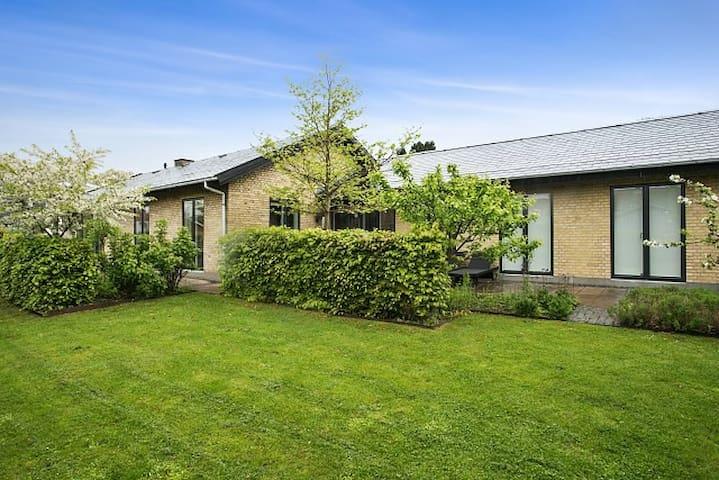 4 bedroom Villa in the centre of Hørsholm - Hørsholm - Villa