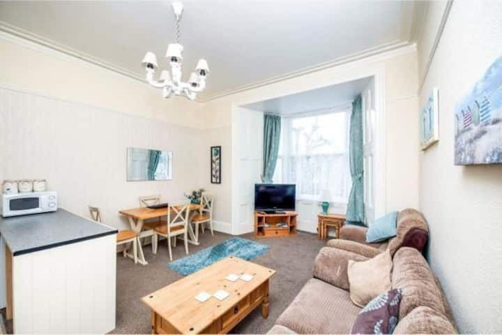 Bright 2 Bed Flat nr Seafront, Central Penzance