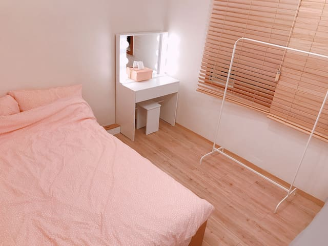 [NEW](A)spacious room near Gyeongbok palace(up to3