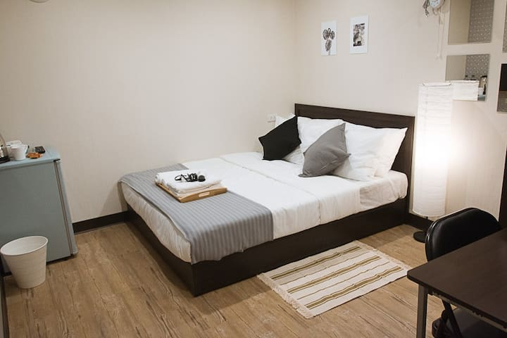 Cozy & Clean Studio E - 5min walk from Ximen MRT