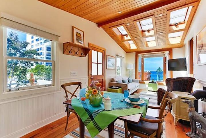 Casa de las Olas-Beautiful La Jolla Home- Newly equipped with A/C- Rates as low as $195/night!!