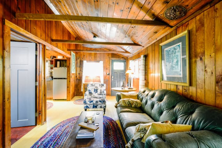 Cozy Cottage in heart of Sleeping Bear LakeShore