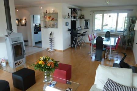 Attikawohnung in Riehen bei Basel - Riehen - Apartament