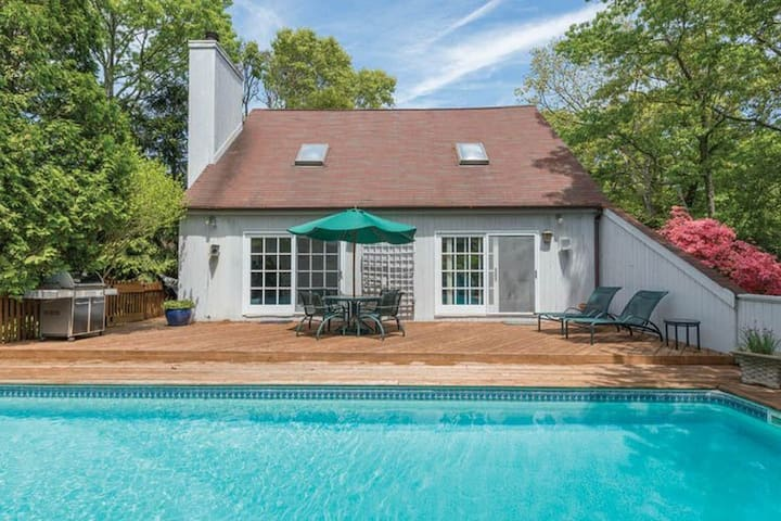 3 bedroom saltbox with pool/deck