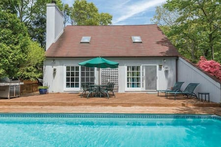 3 bedroom saltbox with pool/deck - East Hampton