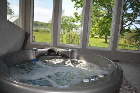 湖畔のウエストウイングで、サウナと温泉浴槽を楽しもう!