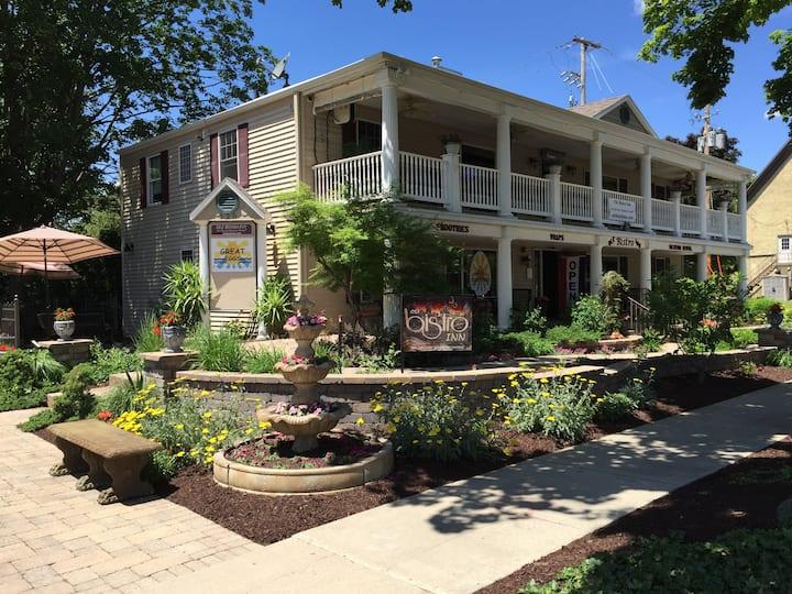 Intimate & Romantic Downtown Inn - Bistro Suite