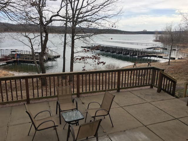 Beautiful Waterfront Table Rock Lake 2-Bedroom!