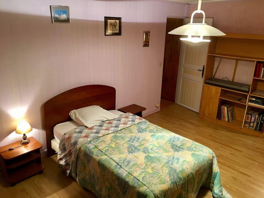 Grande chambre chez l 39 habitant huizen te huur in saint - Chambre chez l habitant ile de france ...
