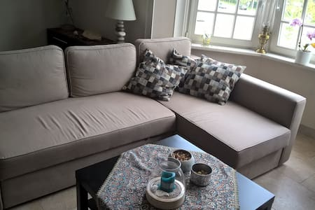 Cozy plac with nice garden near St.Pieters station - Gent - Apartmen