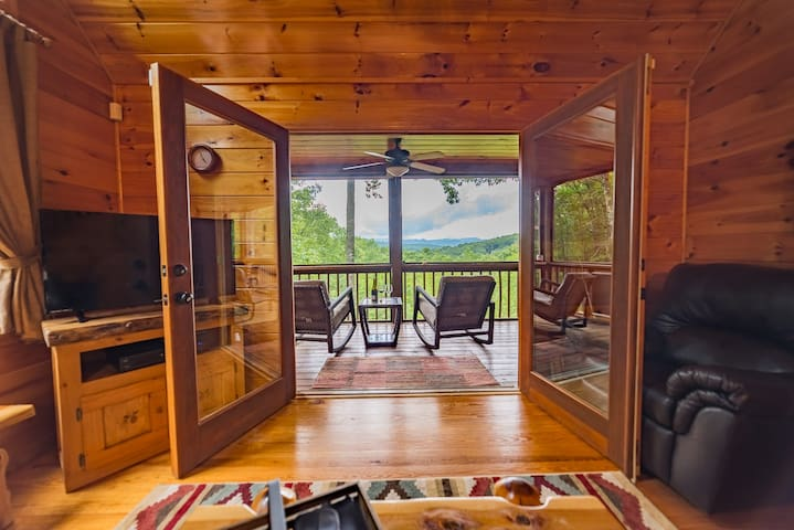Sunset Serenity, A Secluded Mountain Cabin. Incredible Views! Minutes from Downtown Blue Ridge. - Blue Ridge - Бунгало