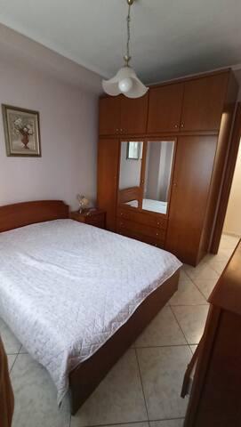 Κρεβατοκάμαρα/king size bed(1 room)