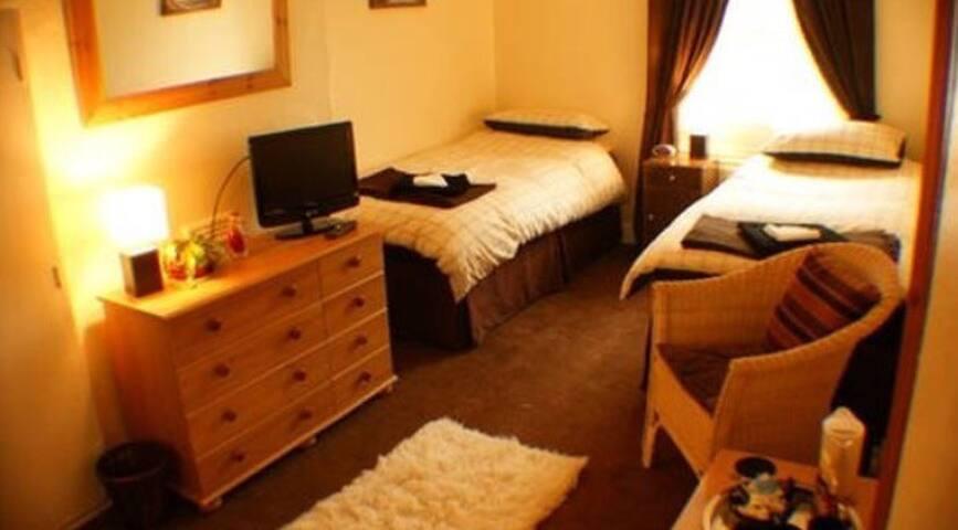 Private twin en-suite bedroom