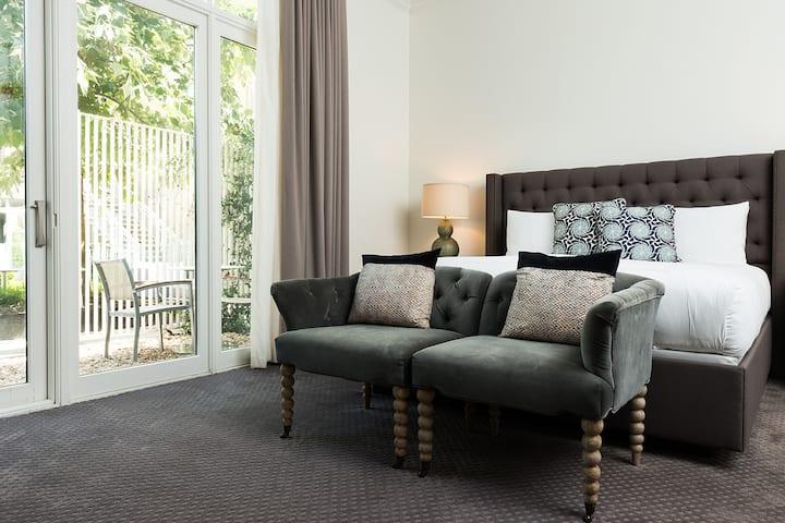 Hotel Ella, Poolside Room