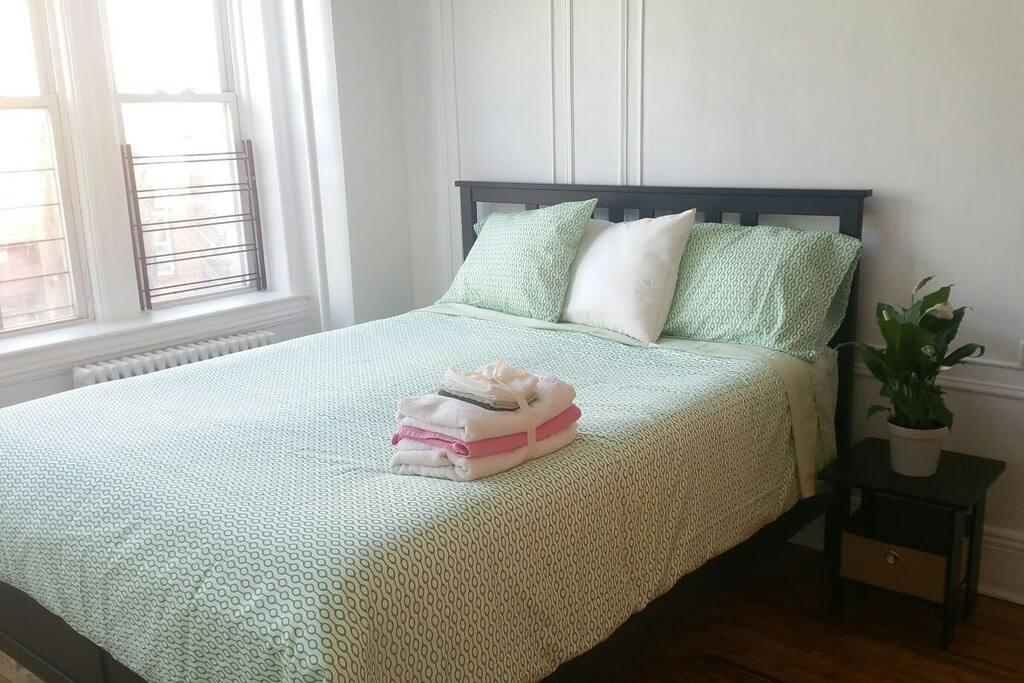 Queen size bed- bedroom #1