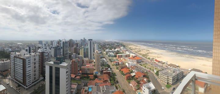 Apartamento central com vista para o mar e camareira diariamente!