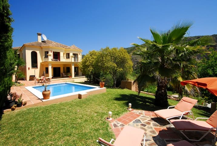 Private Villa in Spanish Village Heatedpool Aircon - Benahavis - Villa