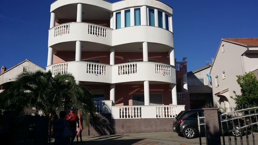 Vila Karolina:  Jednostavno odmor (App. EG)