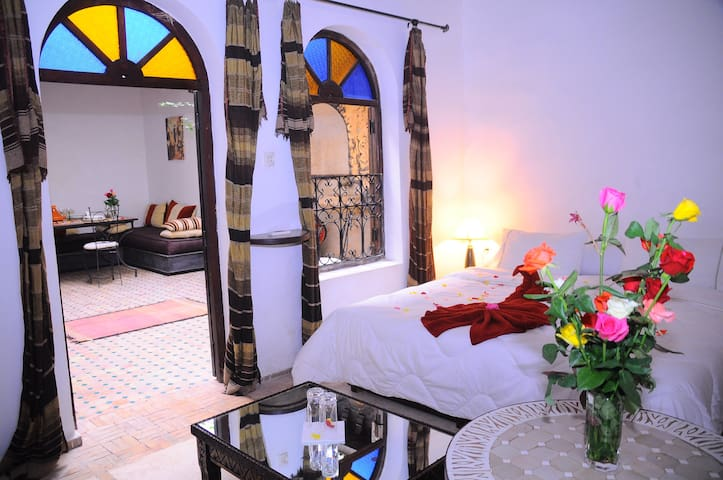 Marrakech guest house , double room + breakfast