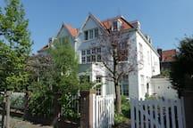 Joyful Villa between Beach & City