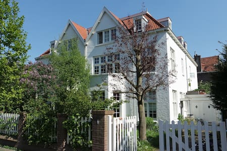 Joyful Villa between Beach & City - Den Haag - วิลล่า