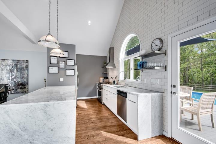 Bridgehampton Designer Home +Free Pool Heating!