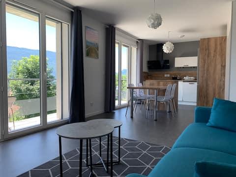 Appartement récent plein-pied meublé avec balcon