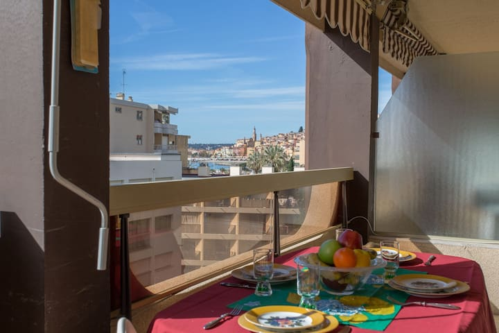Quiet 2-rooms for 4 person with terrace and garage in building with swimming pool