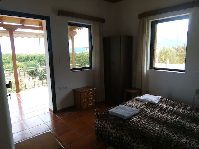 IRIDAS Apartment for 2 near the sea