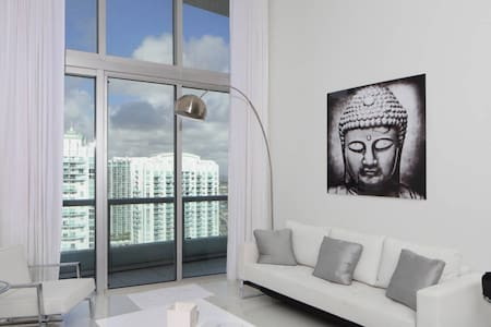 HIGH CEILING 40th Floor Amazing 1 b ICON Brickell - Apartamento