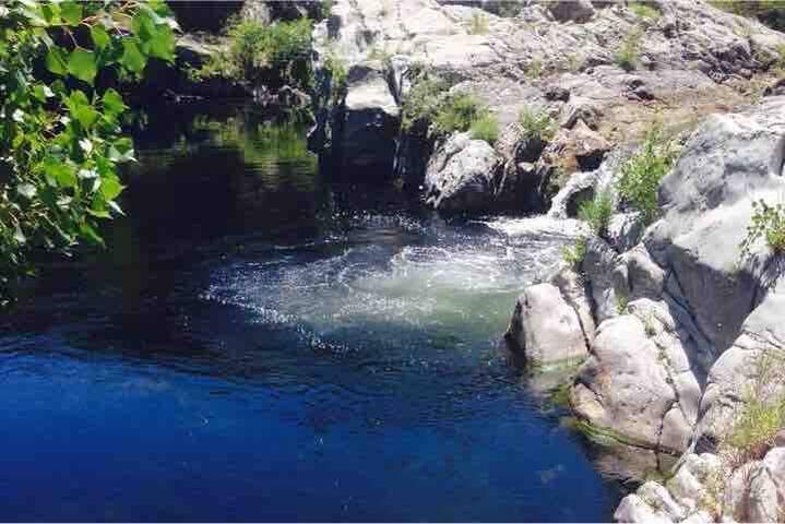 A 5 kms de  Solenzara,chambre accès privé rivière