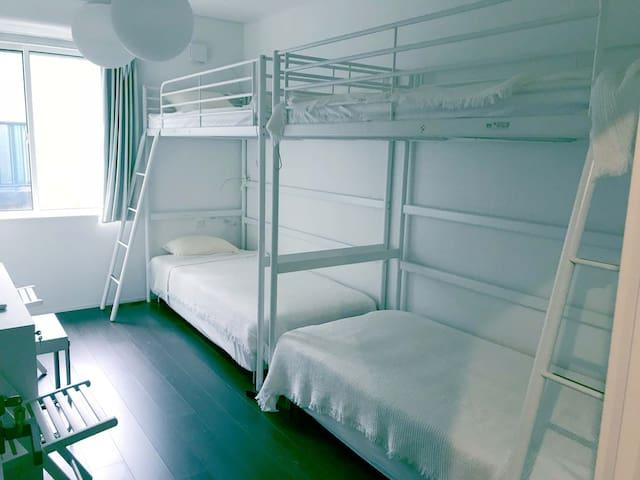 4人部屋はベッド貸しで3人以上ならお得な部屋貸しも有ります。